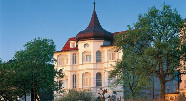 Villa in the evening light: The white magnificence of Binz on the Island of Rügen, © TMV/Böttcher