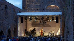 The Eldenaer Jazz Evenings, held in the Eldena monastery ruins, enchant jazz enthusiasts from near and far each year in July, © TMV/Grundner