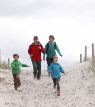 Familienwandern im Herbst an der Ostsee, © TMV/outdoor-visions.com