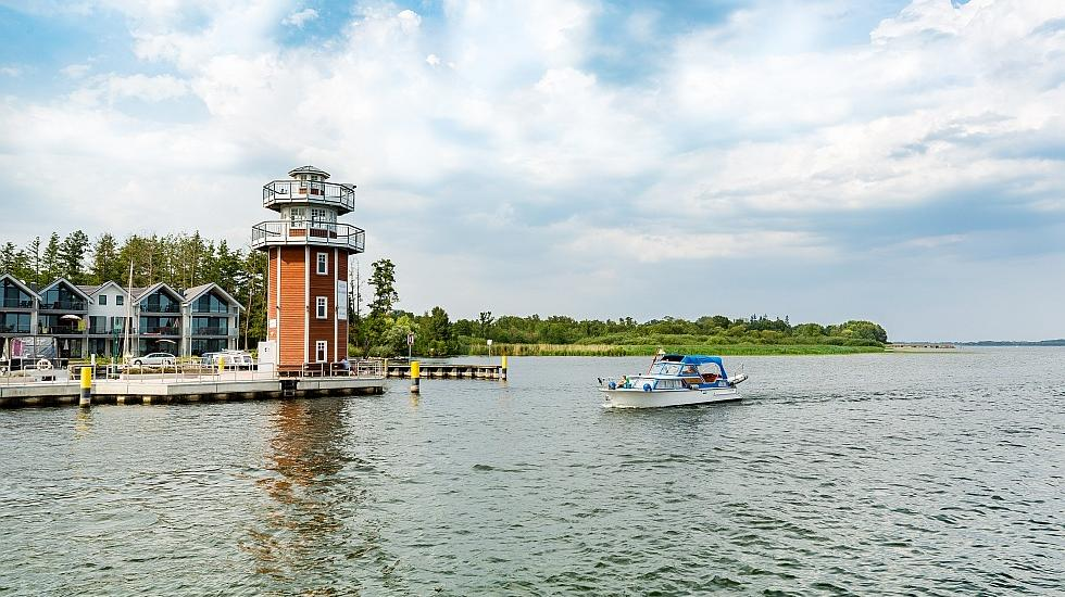 Whether sailing, diving or boat trips - as the third largest lake in Mecklenburg-Vorpommern a real paradise for active holidaymakers: the Plauer See., © TMV/Kirchgessner