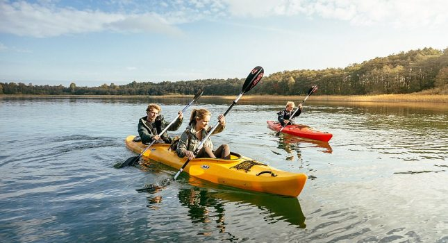 Paddling to freedom with friends, © TMV/Roth