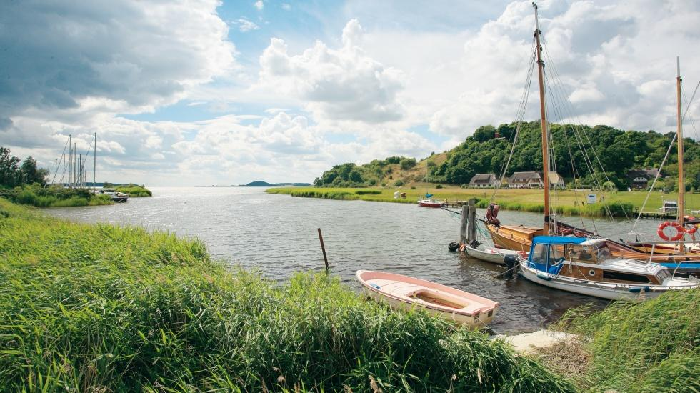 The small harbour in Moritzdorf on the island of Rügen invites you to linger a while., © TMV/Grundner