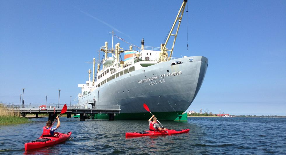 Paddler am Traditionsschiff, © Ronald Kley