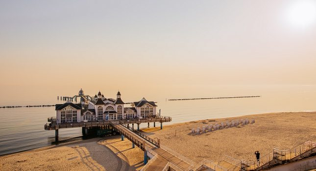 One of the architectural landmarks of the island of Rügen: the sea pier of Sellin, © TZR/Thiele